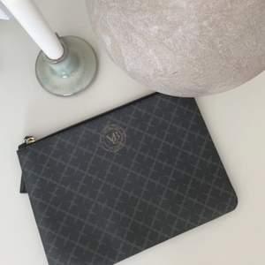 🍋En nästintill oanvänd väska från Marlene Birger 🍋Köptes till min bal och nu ligger den bara därav säljer jag den 🍋400kr inklusive frakt