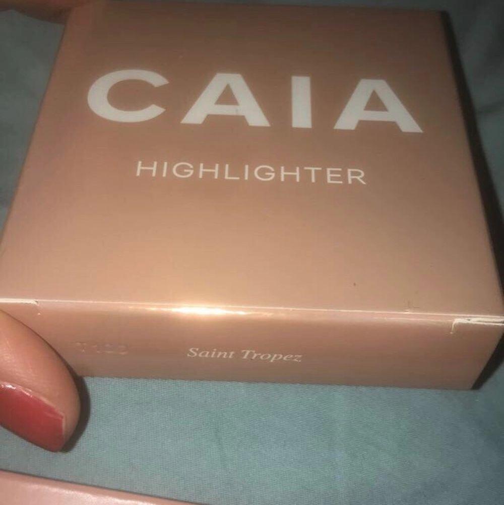 Caia cosmetics highlight saint tropez. Säljer för 280 med frakt inräknat. Om fler intresserade blir de bud🌸. Övrigt.