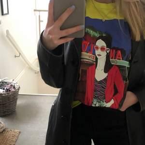 Snygg neongul t-shirt från zara i storlek xs, knappt använd pga inte min stil