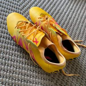 Supersnygga adidas fotbollsskor bara använda en gång!✨ (köparen står för frakten) /Lisa