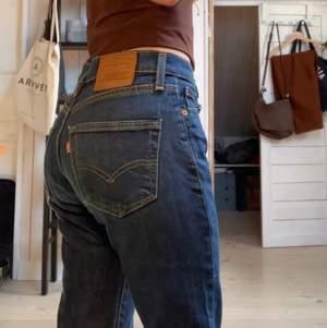 Ett par vida jätte snygga Levis jeans i W28 L32❤️❤️ säljer pga ingen användning