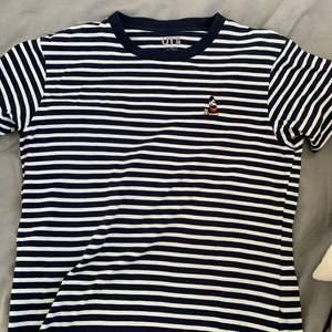 Säljer en T-shirt i bra skick.storlek xs