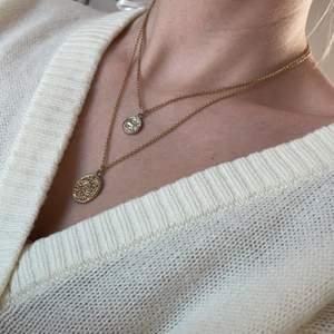 Två superfina halsband. Kan både ha en eller båda tillsammans. 50kr/st eller båda för 80kr