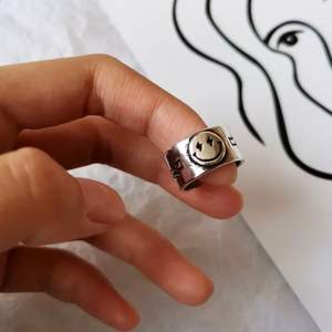 Sterling 925 silver limiterat antal helt nya😁 skriv om du är intresserad. Ringen är justerbar💖🥰