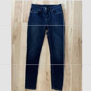 Säljer mina gamla Acne Studios jeans då dom blivit försmå:/  Storlek 25/32 skulle nog säga att dom motsvarar en Xs✨ 20kr