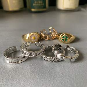 Superfina ringar köpta blandat från zend och plick💓 Alla i äkta silver och vissa är även guldpläterade💞 Ringarna är justerbara och passar alla storlekar💓 Säljer endast för att jag har för många ringar så bara en av varje tillgänglig 💞💞