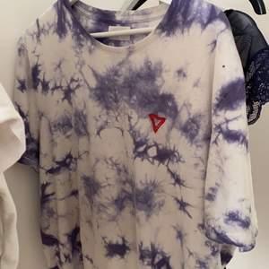 Cool overzized bleached tshirt ifrån zalando. Strl M.