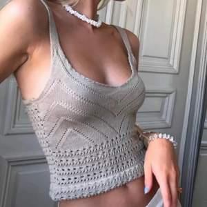 """Populärt linne som är supersnyggt och passar att ha med en kofta eller nåt över! Bild lånad fr förra säljaren """"Annavonfabry""""! Stretchigt material kan passa xs - m"""