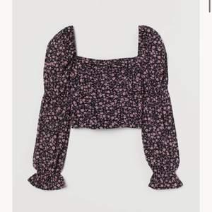 Fin rosa blommig tröja ifrån hm. Aldrig använt bara testat. Passar mig som är S, då jag tycker att produkten är liten i storleken💓