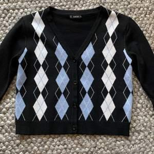säljer den här stickade tröjan från shein pga att den inte är min stil längre. väldigt bra skick 👍🏻
