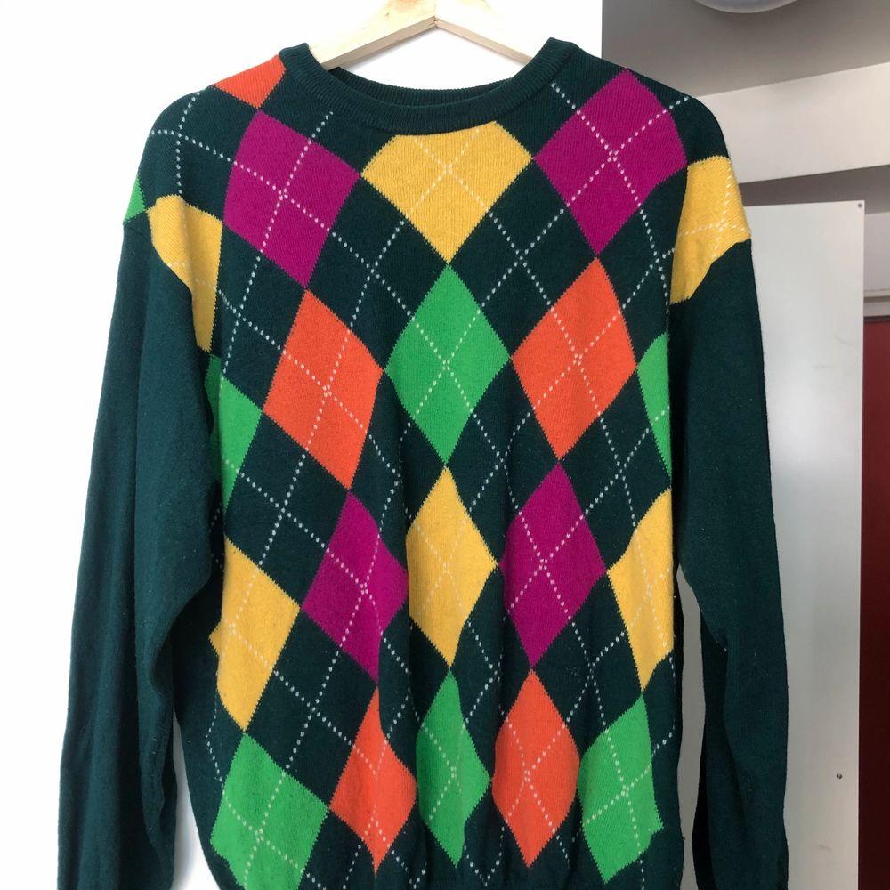 Superfin tröja från Benetton som tyvärr inte kommer till användning. 80% ull 20% polyamid.. Tröjor & Koftor.