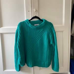 Jättefin stickad tröja i härlig färg från mango! Använd ca 2 gånger