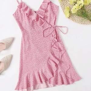 Säljer min superfina klänning som är helt oanvänd!😊 skriv vid fler frågor eller bilder