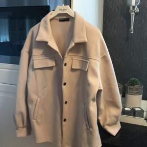 Helt ny jackan från SHEIN aldrig använd liten till mig 360kr med frakt