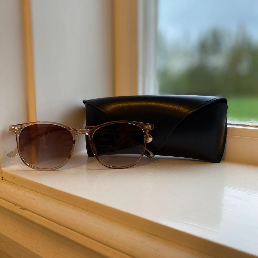 Solglasögon ifrån SHEIN, helt oanvända då det inte riktigt är min smak i glasögon. . Accessoarer.