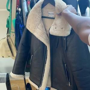 Säljer denna jacka från NAKD.