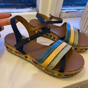 Oanvända sandaler i storlek 36