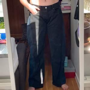 Baggy jeans som jag har sytt ut, jag är 173. Köparen står för frakten