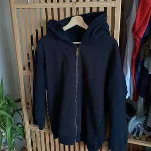 ball hoodie från carhartt, bra skick. den är en medium och sitter lite oversized