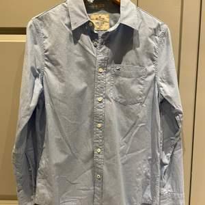 Ljusblå skjorta från Hollister 💙 herr strl XS, använd men i fint skick