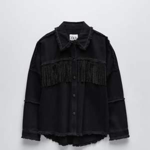 En fin jeansjacka från Zara i storlek S, i oanvänt skick