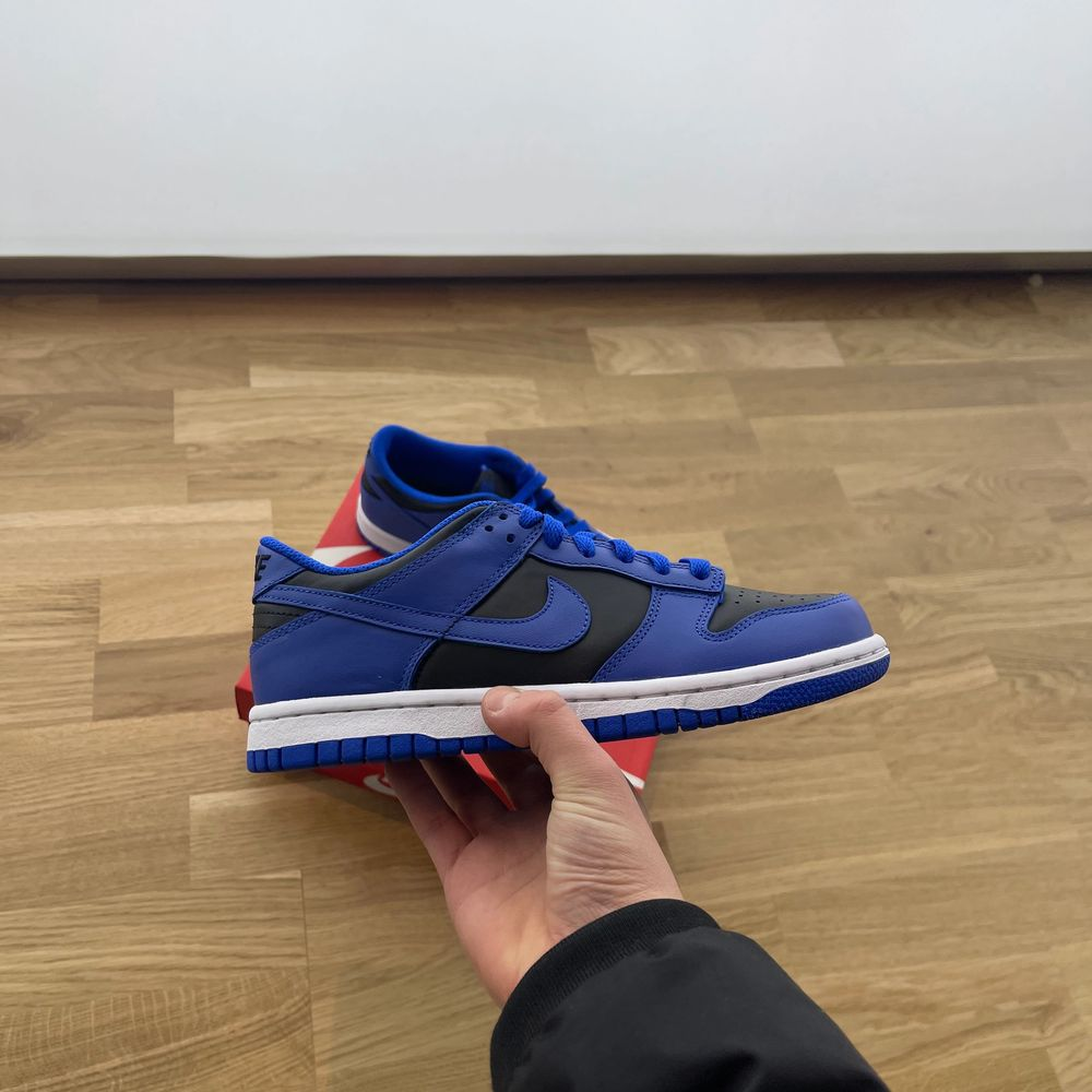 Dunk low hyper cobalt GS  Sizes: Eu 36,5/ us 4,5 fits 37/ us 5 Eu 39/ us 6,5 fits 39,5-40/us 7 Bid from 1299 bin 1599 Trusted Seller 35 plus refs!✅ ig @official_shrimp_shoes  Brand new all og comes with receipt.  Dm or comment for more info, pictures or if you are interested.  Meet up in Stockholm or shipping inside of EU!. Skor.
