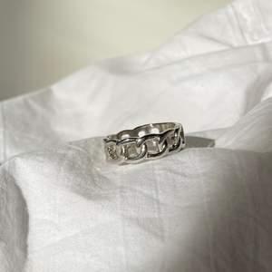 Säljer dessa jätte coola ringar som finns i storlek S och L 💕 kostar 80kr + frakt 12 kr frakt!😝 ❗️man får med andra ringar som surprise ❗️ FINNS FLER RINGAR UPPE!