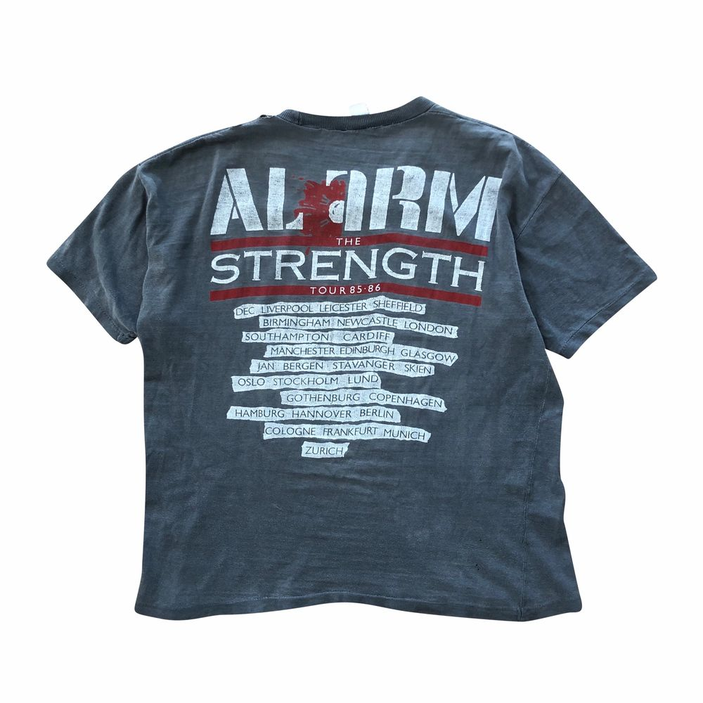 Okej skick. Passar som en boxy M-L. Skriv för mer info!. T-shirts.