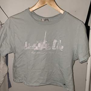 t-shirt från pull&bear i storlek S.