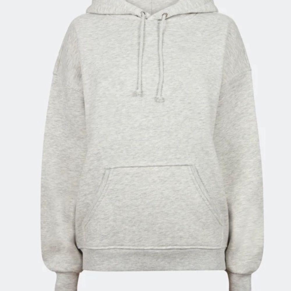 Jätteskön grå hoodie från BikBok, för lite för mig nu. Använd men fortfarande fin. Nypris 300kr , mitt pris 110kr + Frakt 💓 ( skriv för mer bilder) . Huvtröjor & Träningströjor.