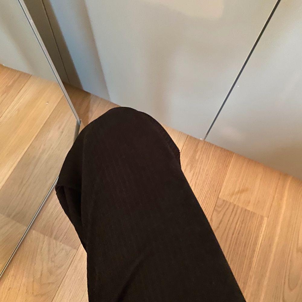 Så sköna, sitter super bra!! Bra längd och är tajtare i midjan, passar både S och M. Jeans & Byxor.