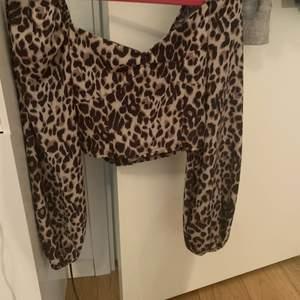 Jättefin leopard tröja som inte kommer till användning i storlek Xs men som en S