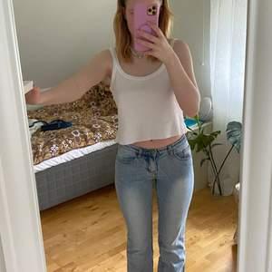 Ljusblå low rise jeans från brandy. De är i bra skick. Säljs pga för liten storlek. Betalning via swish.🥰