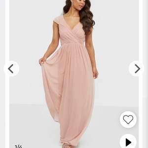 Helt ny superfin klänning från nly eve storlek 34. Alla lappar sitter kvar. 😊
