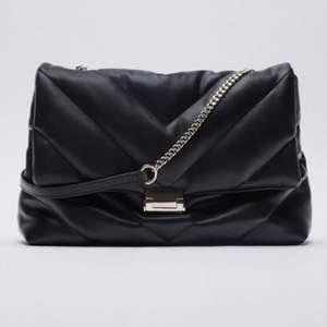 SÖKER efter denna väska från zara! Hör gärna av er om ni har och vill sälja