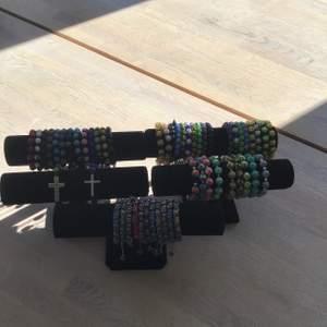 Säljer lite olika smycken helt nya  i olika färger