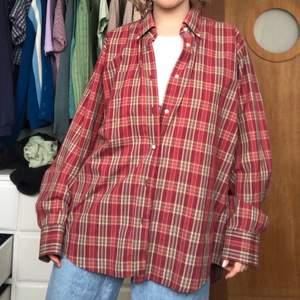 Oversized dadshirt i bra skick. Köpt second hand men knappt använd.