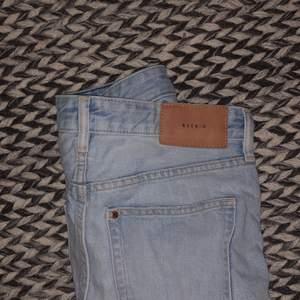 Säljer dessa jeans pga av används ej