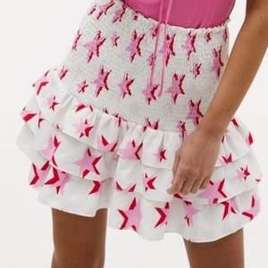Superfin kjol från Loavies, aldrig använd med lappen kvar. Storlek M 😍 Lägger upp igen då budgivaren var oseriös…. Snälla lägg inte bud om ni inte faktiskt tänker köpa