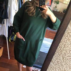 Green oversized sweater dress with pockets. Worn once.