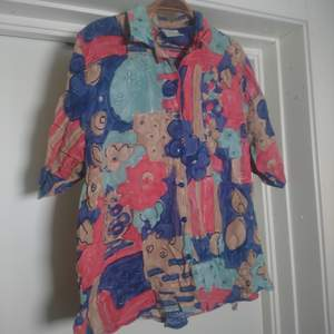 Mönstrad retroskjorta, är som en storlek L🌻