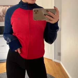 Säljer en tröja från champion i storlek S. Säljs för 150kr+frakt