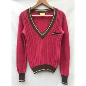 Vanessa Bruno rosa/brun stickad V-neck tröja. Köpt i Vanessa Bruno Paris butik. Fransk storlek S ( storlek S) Bra skick och fint på. Material: 80%ull -20% polyamid