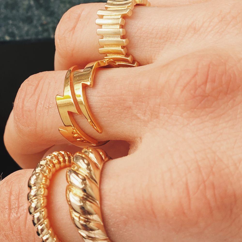 Ringar i guldimitation! Se min profil för fler ringar.  90kr/ ring. 160kr/ två ringar & 180kr/ tre ringar 🥰. Accessoarer.