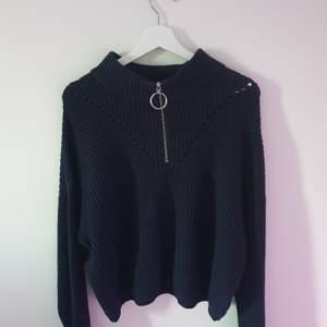 Mörkblå stickad tröja med dragkjedja♡ köparen står för eventuell frakt♡