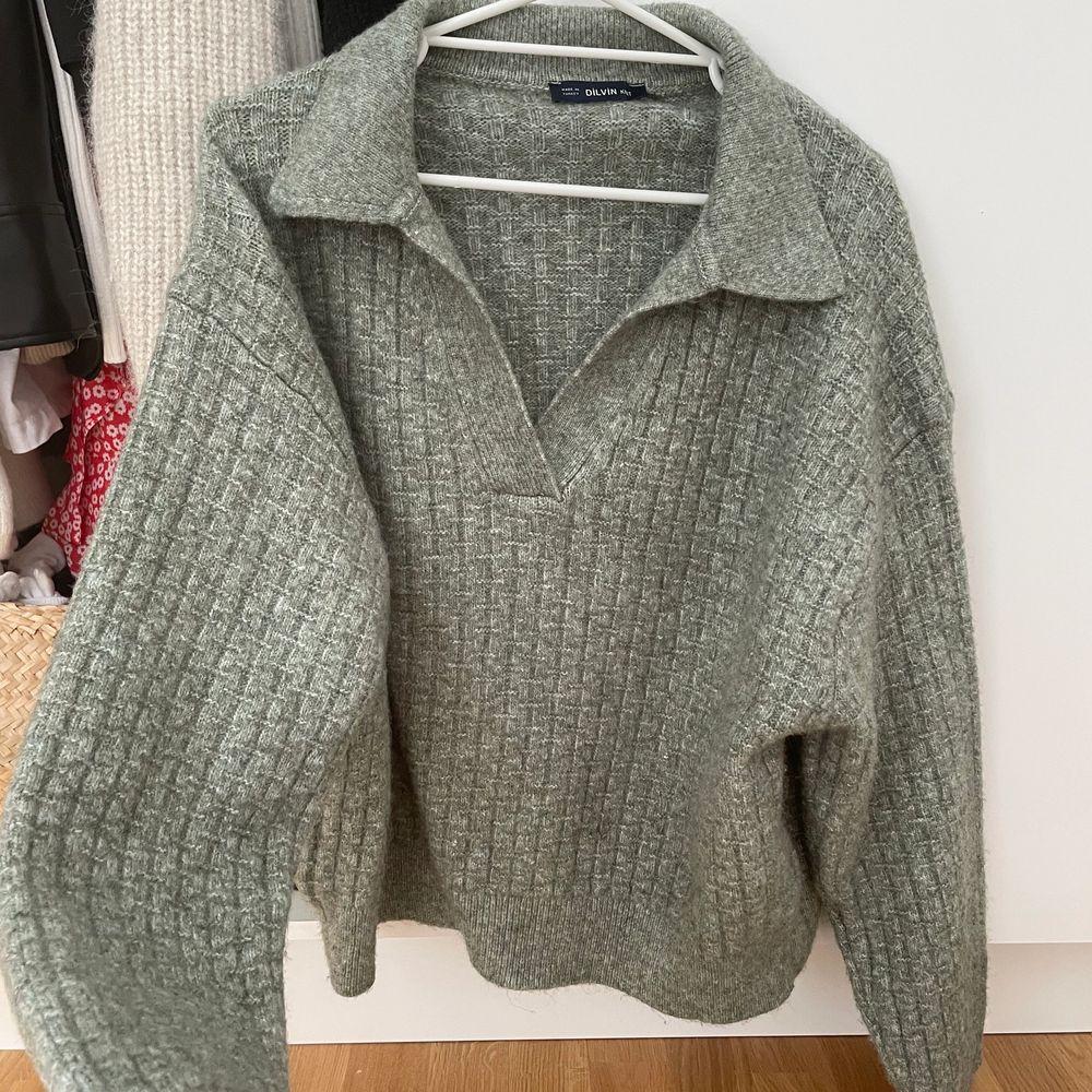 Mjuk tröja från chiquelle, one size men passar XS-M skulle jag säga . Stickat.