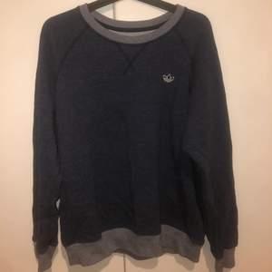 jättesnygg sweatshirt som aldrig är använd, 200kr +frakt💙