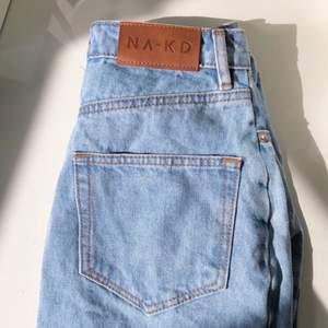 Blå jeanskjol som tyvärr aldrig kommit till användning för mig, alltså helt nyskick💞 Bra i längden! Kolla gärna mina andra annonser
