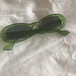 Nya solglasögon.