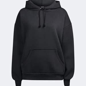 Svart bikbok hoodie nyskick , köparen står för frakt